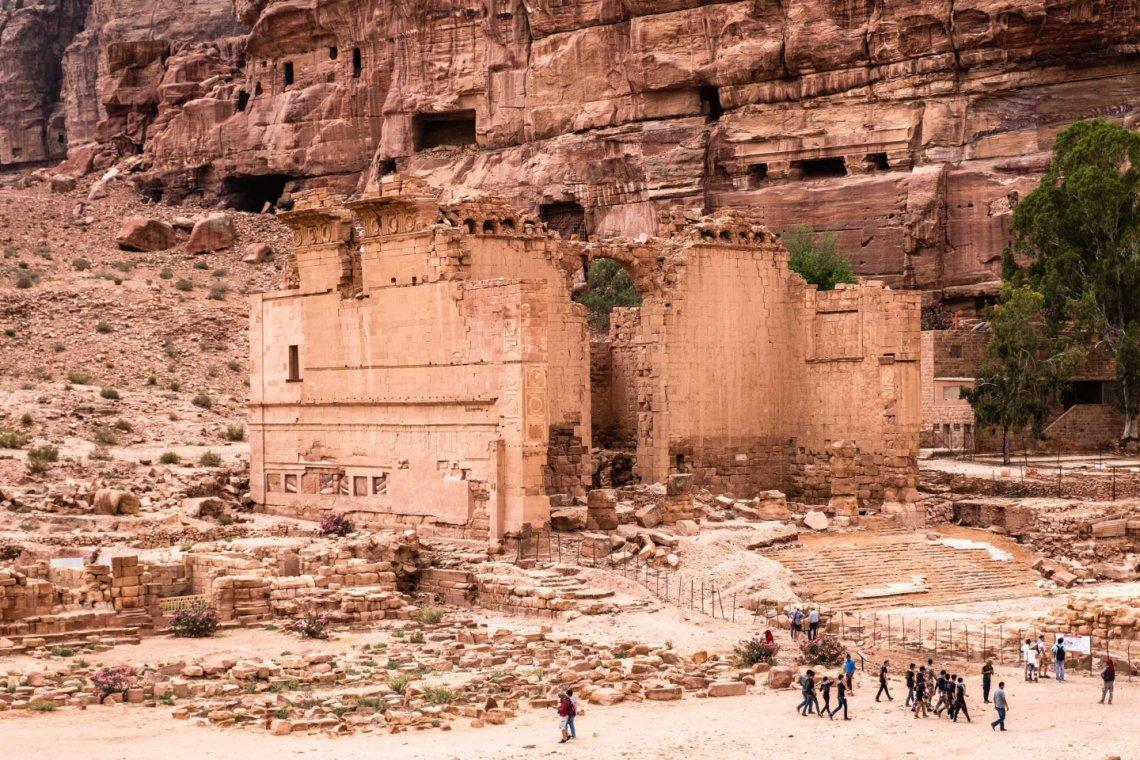 2018_Jordan_Petra-inside-site_genevieve-hathaway-1