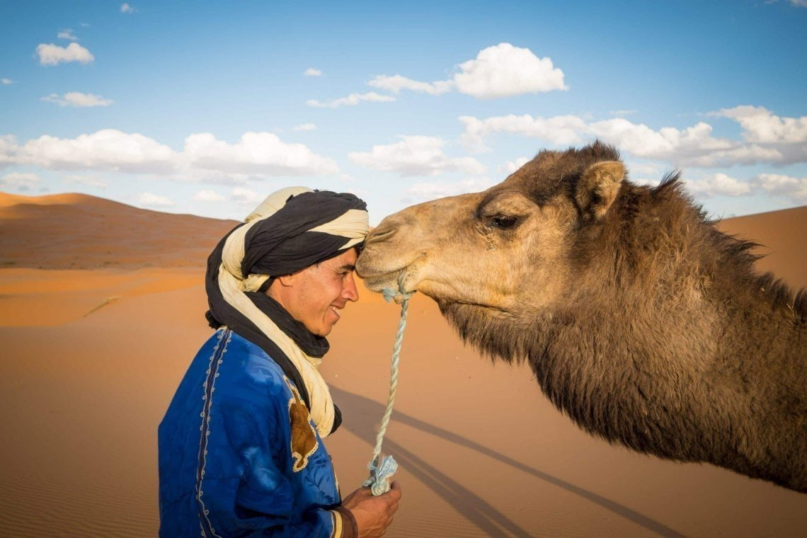 Genevieve-Hathaway_Morocco_Sahara_Bebers-and-Camels