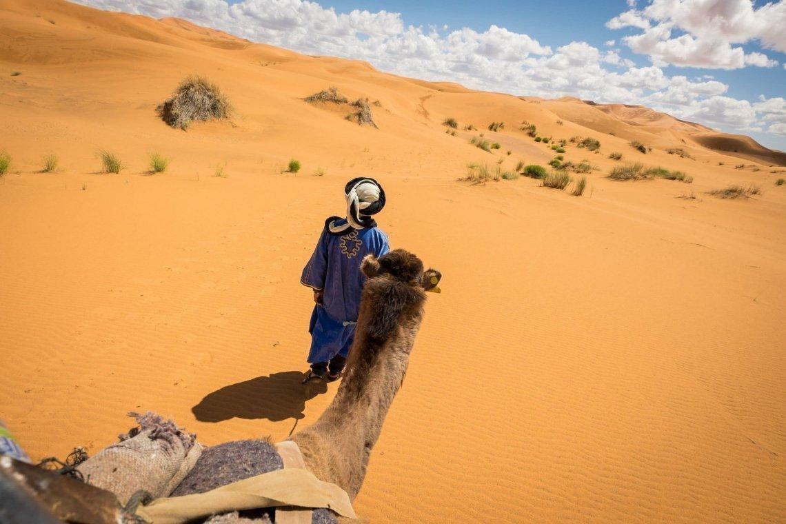 Genevieve-Hathaway_Sahara_camel-trek_1